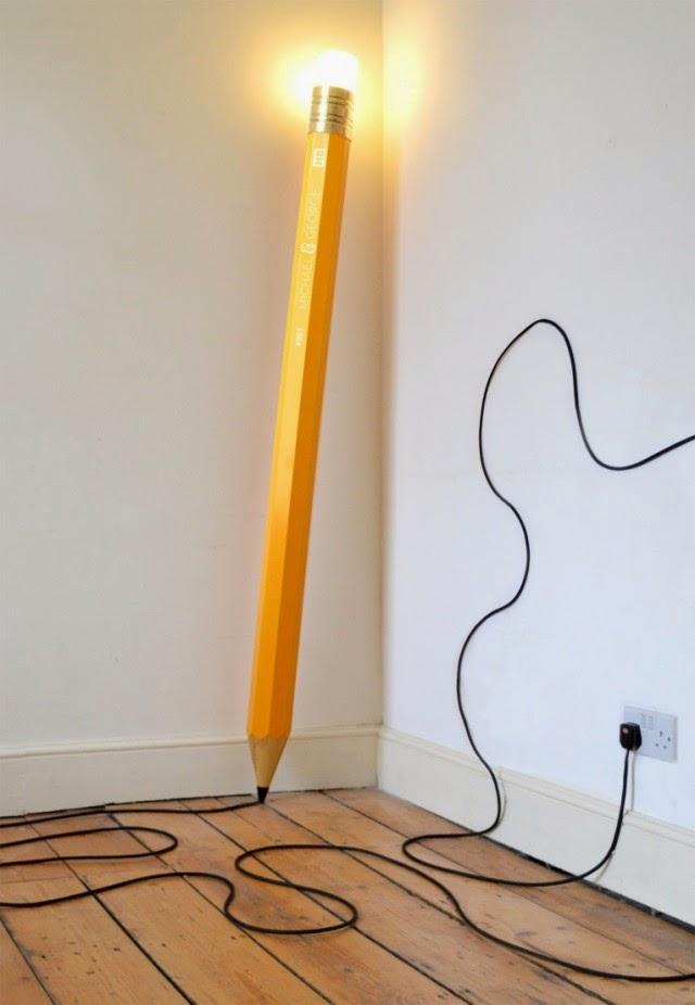مصباح كهربائي غريب