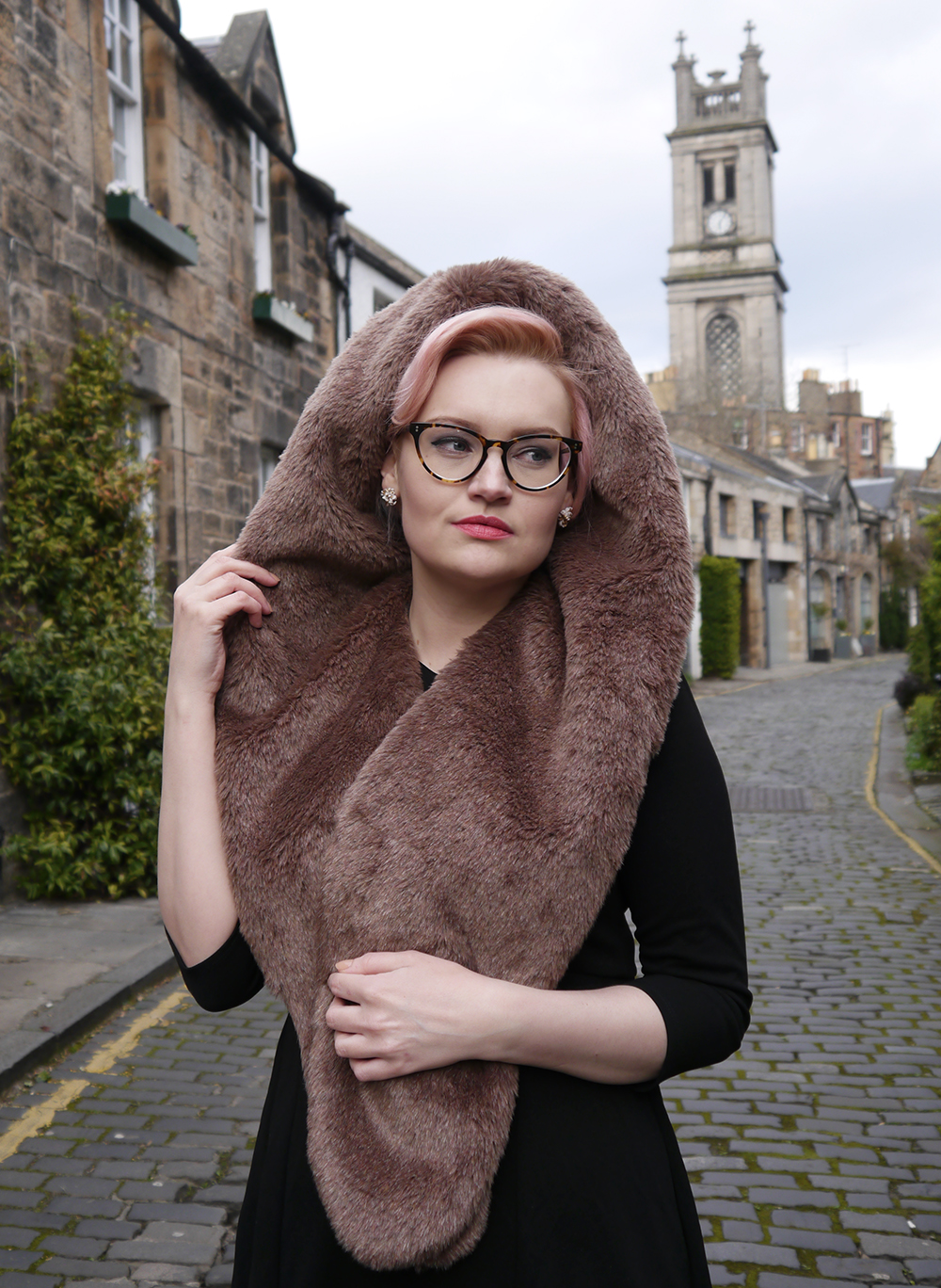 limited edition Chouchou Hollywood hood, #HOODSTYLIN, #HOODGIRLS, Dione Bowlt ceramic earrings, Stockbridge best streets, Edinburgh street style, faux fur scarf hood, natural light blog photography, candyfloss hair DIY,