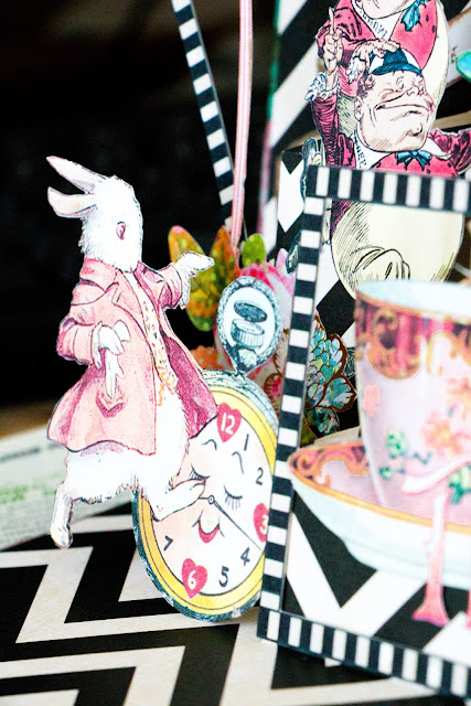 pop-up-card-alices-adventures-in-wonderland-Mila-Valentova