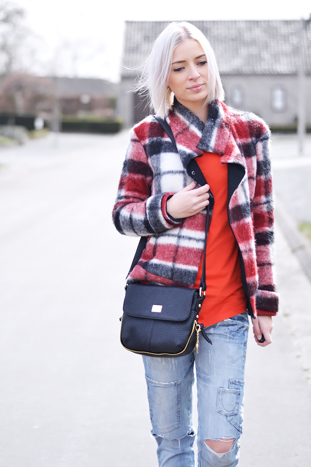 Checkered jacket, tartan, red, zara, tomato, cross body bag, ripped jeans
