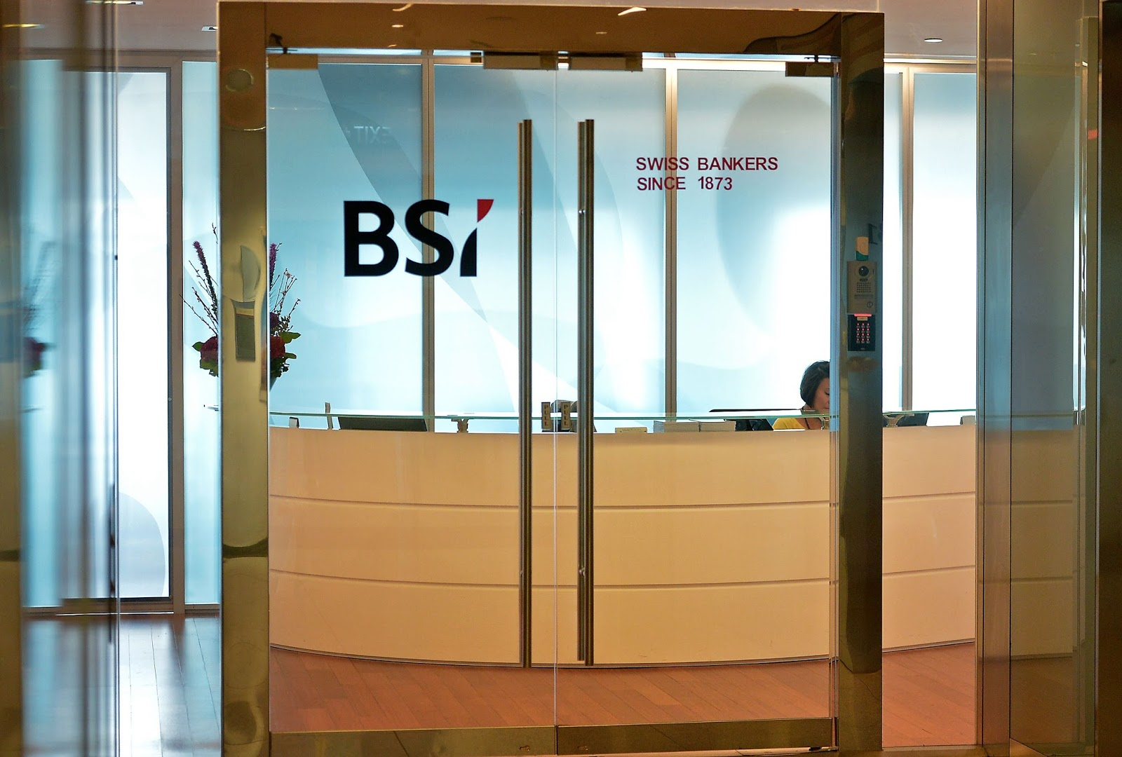 Forex scandal hits singapore central bank