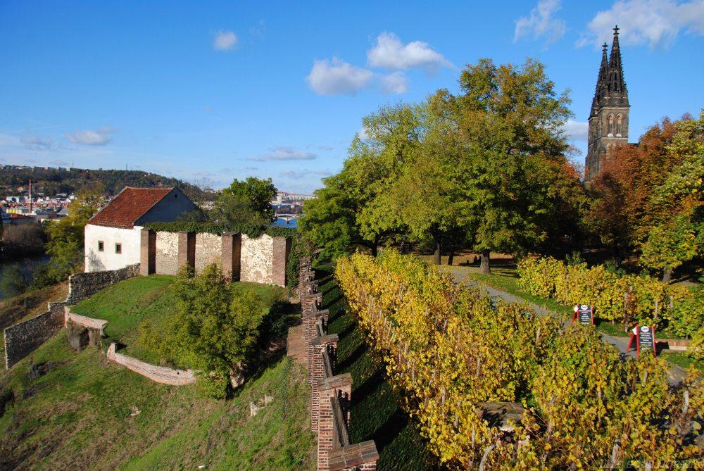 Wyszehrad - wzgórze z cmentarzem sław w Pradze.