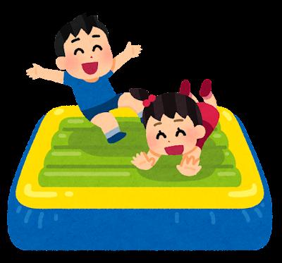 エア遊具で遊ぶ子供たちのイラスト