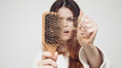 9 اسباب كافية لتساقط الشعر و إصابة المرأة بالصلع