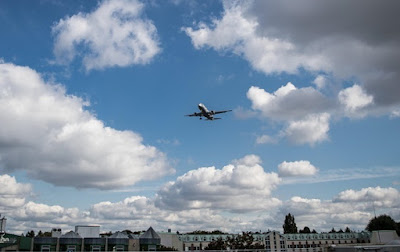 У Туреччині турист випав з літака і помер