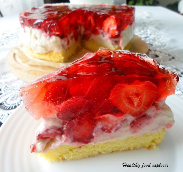Dietetyczne ciasto z truskawkami i galaretką
