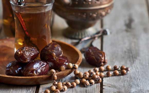Сладкий и ароматный инжир отлично подходит к чаю.  Инжир содержит витамин А, железо и кальций.