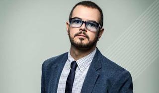 Aleks Syntek volvió a atacar al reggaetón mediante un video en el que habla de lo decadente que muestra ese tipo de música.