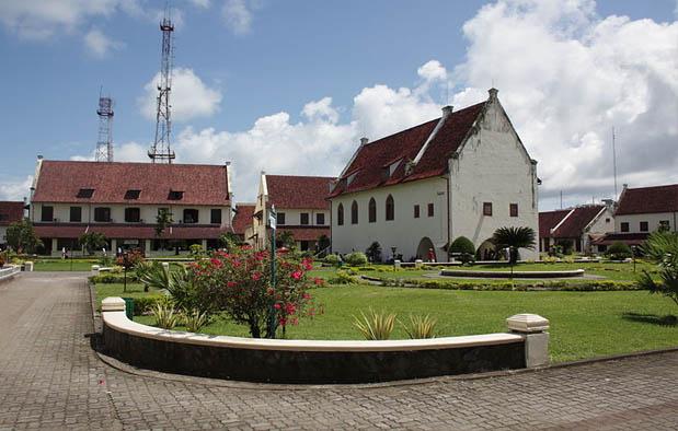 Kesultanan Makassar atau biasa disebut Kerajaan Gowa Tallo ialah kerajaan bercorak Islam  15 Peninggalan Kerajaan Gowa Tallo, Gambar, dan Keterangannya