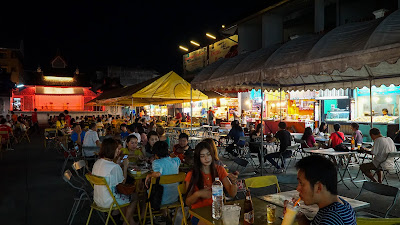 Back in Chiang Rai. Decided to spend my evening in the night bazaar.