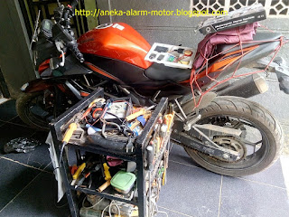 Cara pasang alarm motor pada Kawasaki Ninja 250cc RR mono