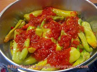 Πιπεριές με κόκκινη σάλτσα και φέτα - από «Τα φαγητά της γιαγιάς»