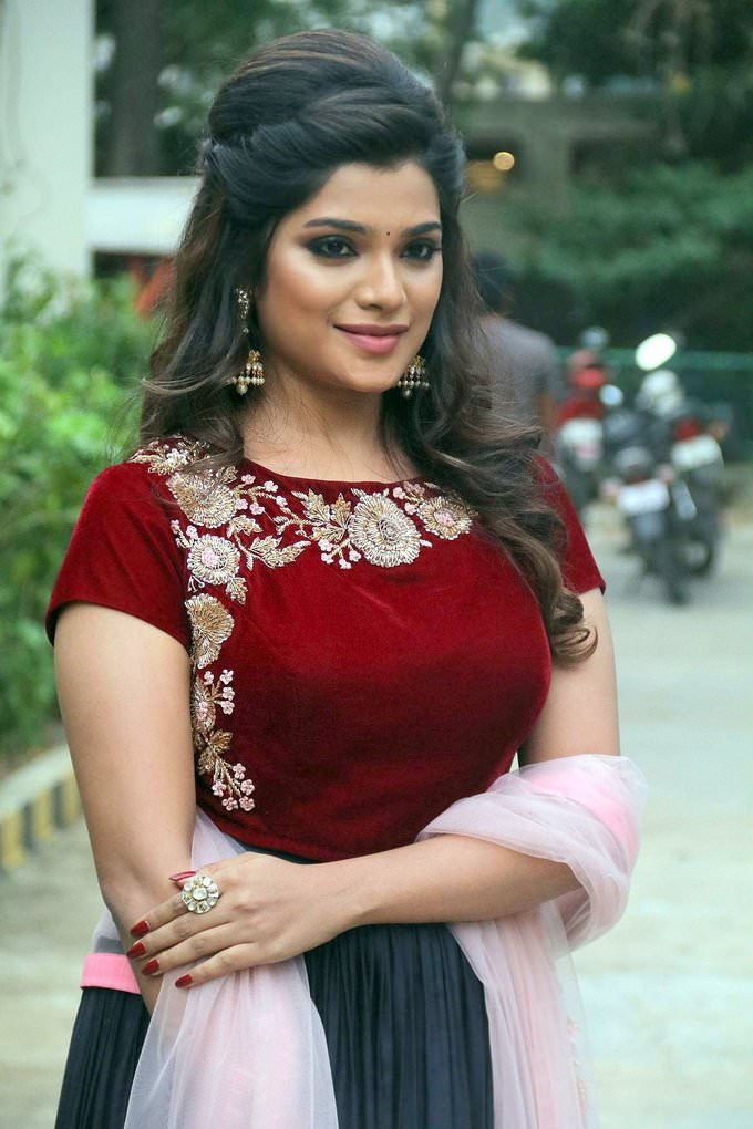 Aathmika at Meesaya Murukku Audio Launch