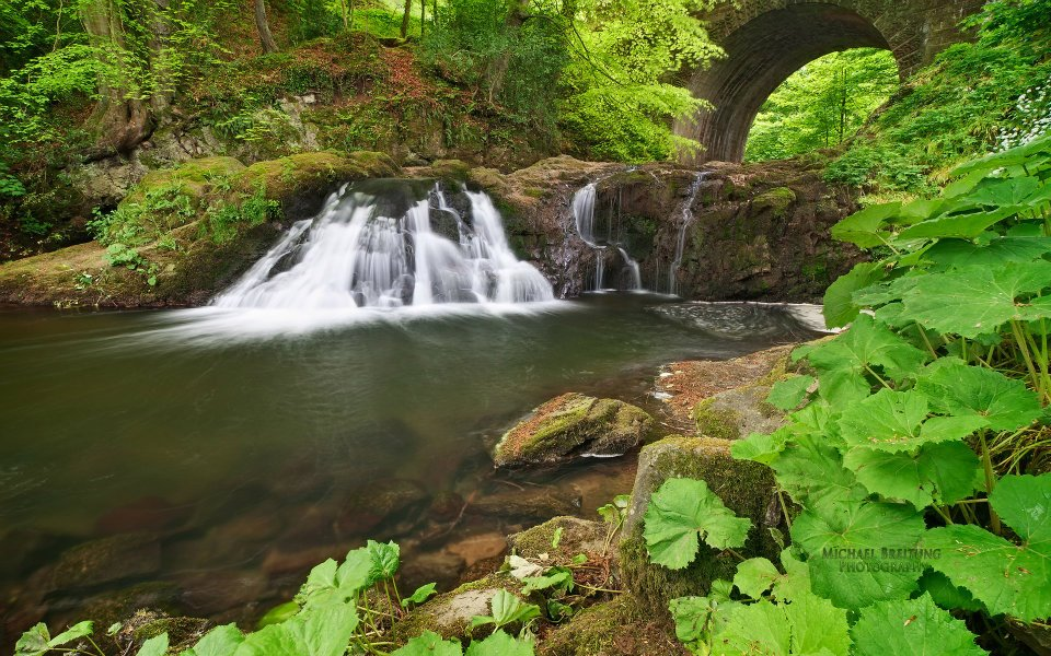 Beautiful Lush Green Waterfall Full Hd Nature Wallpapers For Laptop