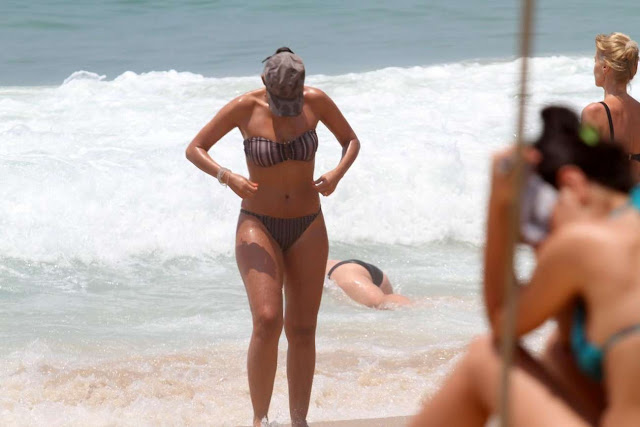 Patricia Poeta Shows Off Her Bikini Body On the beach in Rio de Janeiro