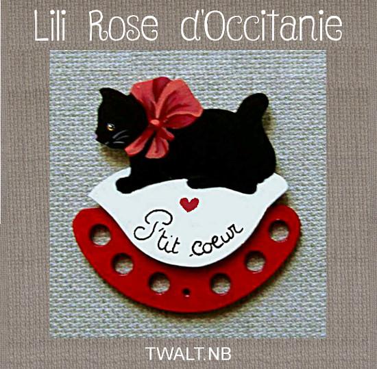 """Tri-fils en bois peint """" chat noir et coussin blanc et rouge"""" avec texte au choix. Broderie et point de croix"""