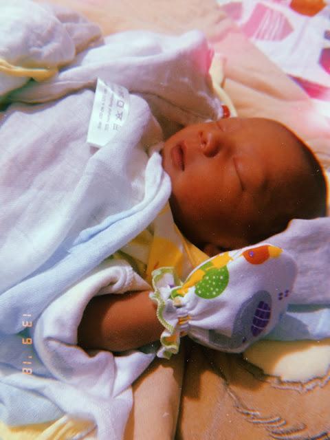 GIF+ :: Menjenguk Babynya Odie Ella