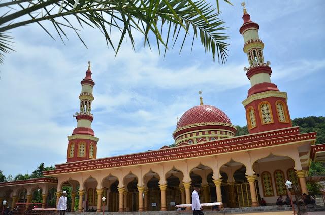 Wisata Religi Masjid Agung Istiqamah Gaya Timur Tengah - Wisata Aceh