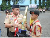 Danlantamal VI Serahkan Piala Kepada SMPN 5 Makassar Sebagai Juara YSC 2017