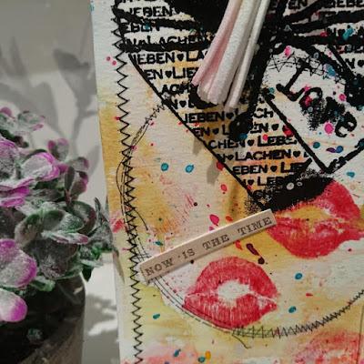 Detalle de labios en parte inferior tag XL