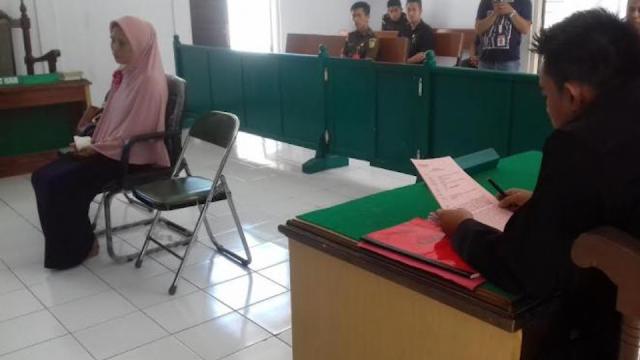 guru disidang pengadilan
