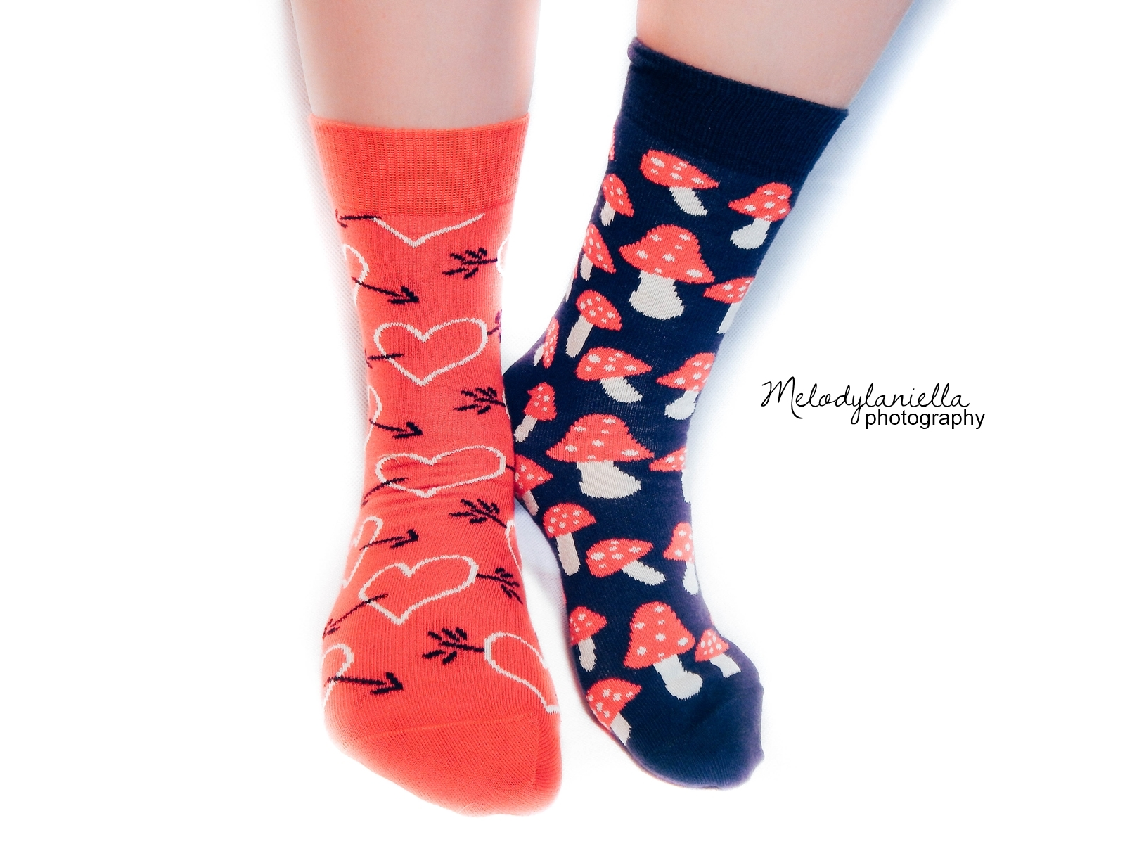 love red socks hearts mushrooms socks happysocks skarpety skarpetki gift sweden-2