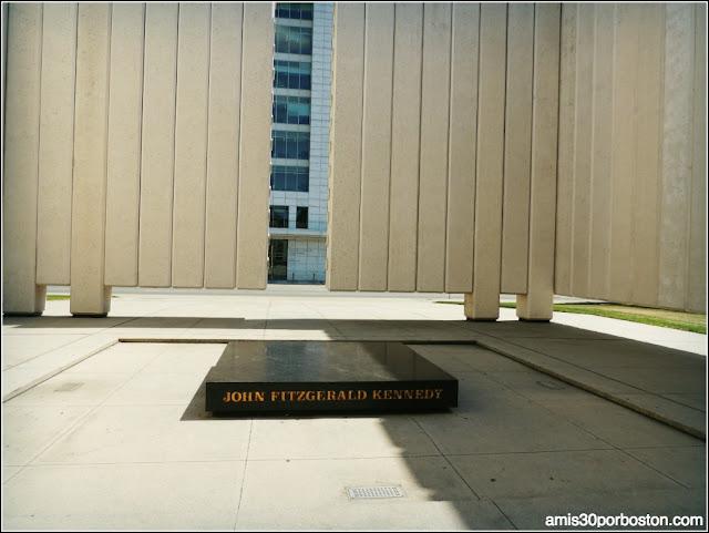 Lugares Turísticos y Atracciones en Dallas: John F. Kennedy Memorial Plaza