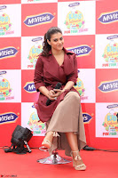 Kajol Looks super cute at the Launch of a New product McVites on 1st April 2017 17.JPG