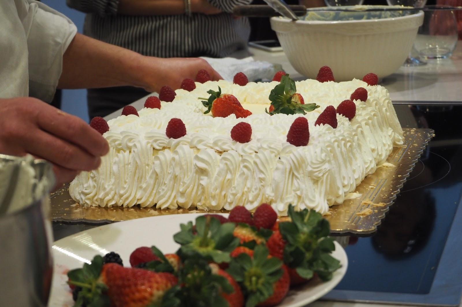 Adding fruit to Italian wedding cake