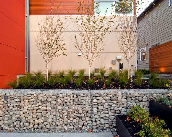 taman minimalis dengan bronjong modern