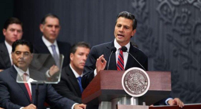 Peña Nieto ya negocia el incremento del IVA con empresarios y organizaciones
