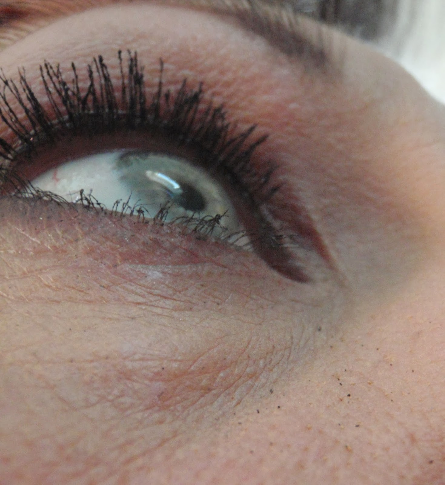 bare minerals flawless definition waterproof mascara on lashes