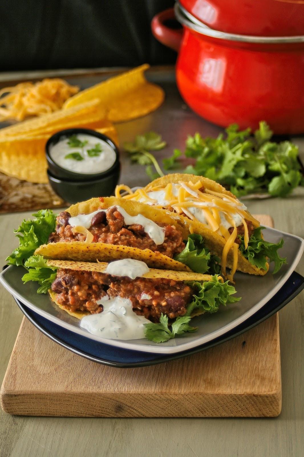 Green chilli con carne tacos.