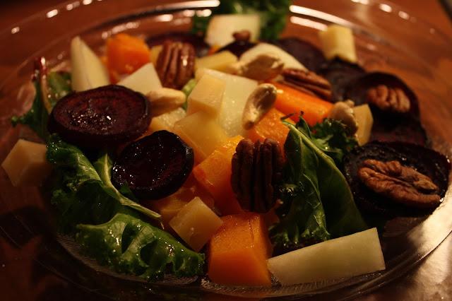 kurpitsa-punajuurisalaatti uunipellillinen peltisalaatti uunisalaatti uunijuures kurpitsa punajuuri