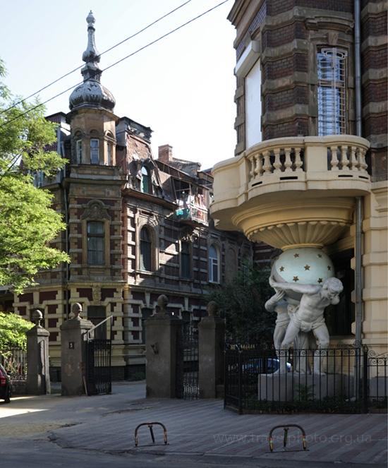 Дом с атлантами в Одессе