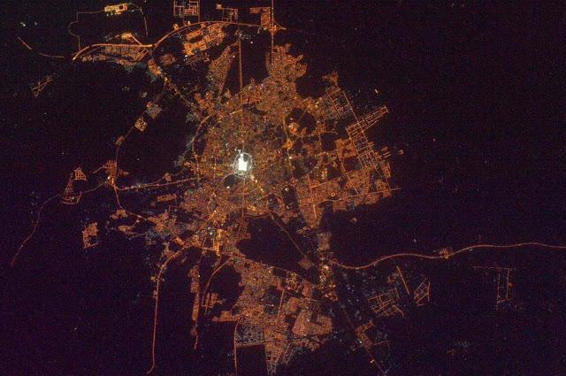 Masyaallah! Begitu Indahnya Melihat Kota Makkah Dari Luar Angkasa