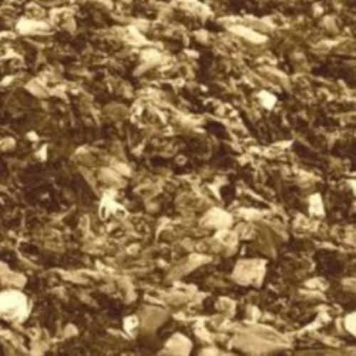 #PraCegoVer: Monte de lixo.