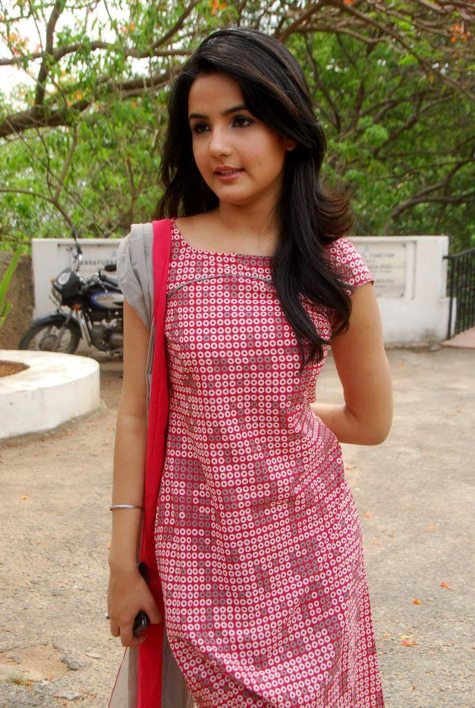 Jasmine Bhasin vaanam movie Telugu Actress Latest Cute ...
