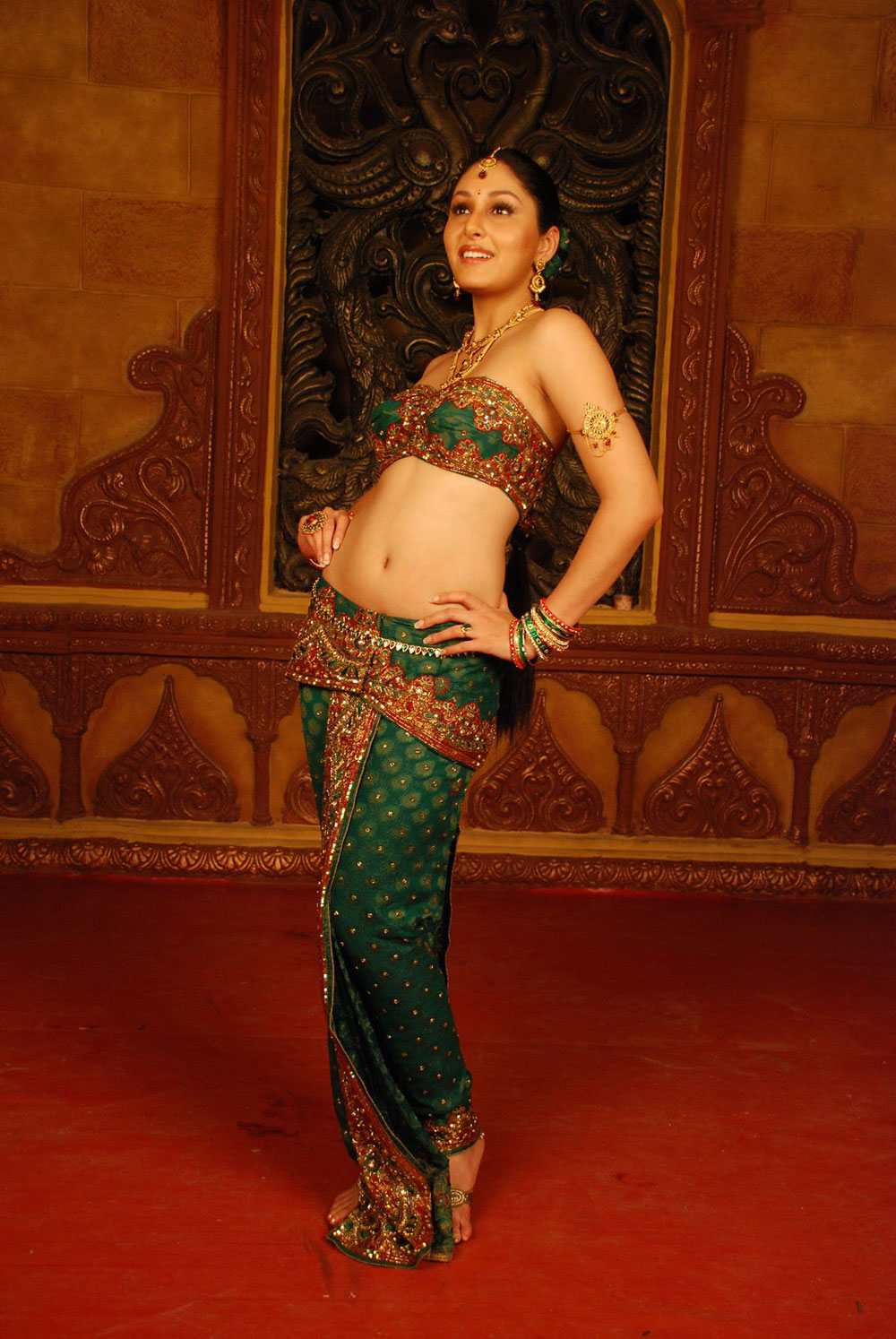 Glorious hot sexy Pooja chopra in ethnic indian dress photos from rajakota rahasyam