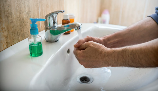 Lavar mãos antes de urinar