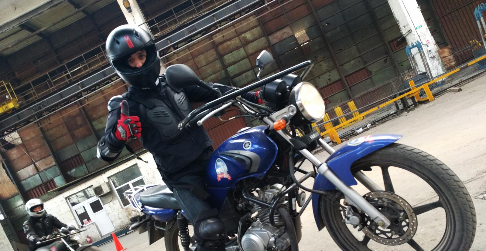 Prima experiență moto la Școala Moto Ami, București