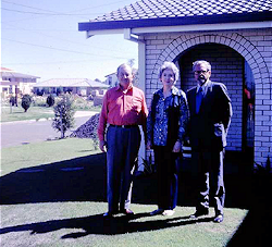 Hynek with T.C. Drury and wife, Brisbane, 1973 (250 px)