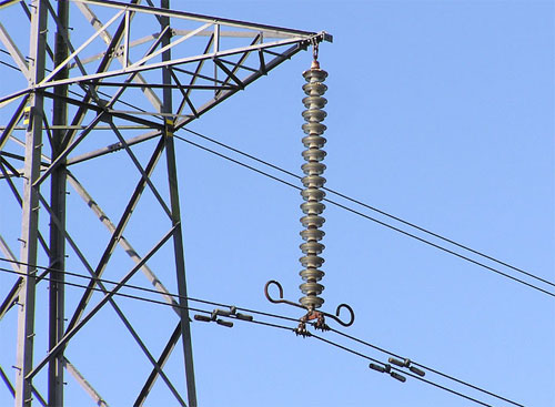 Insulators used in overhead power lines | electricaleasy com