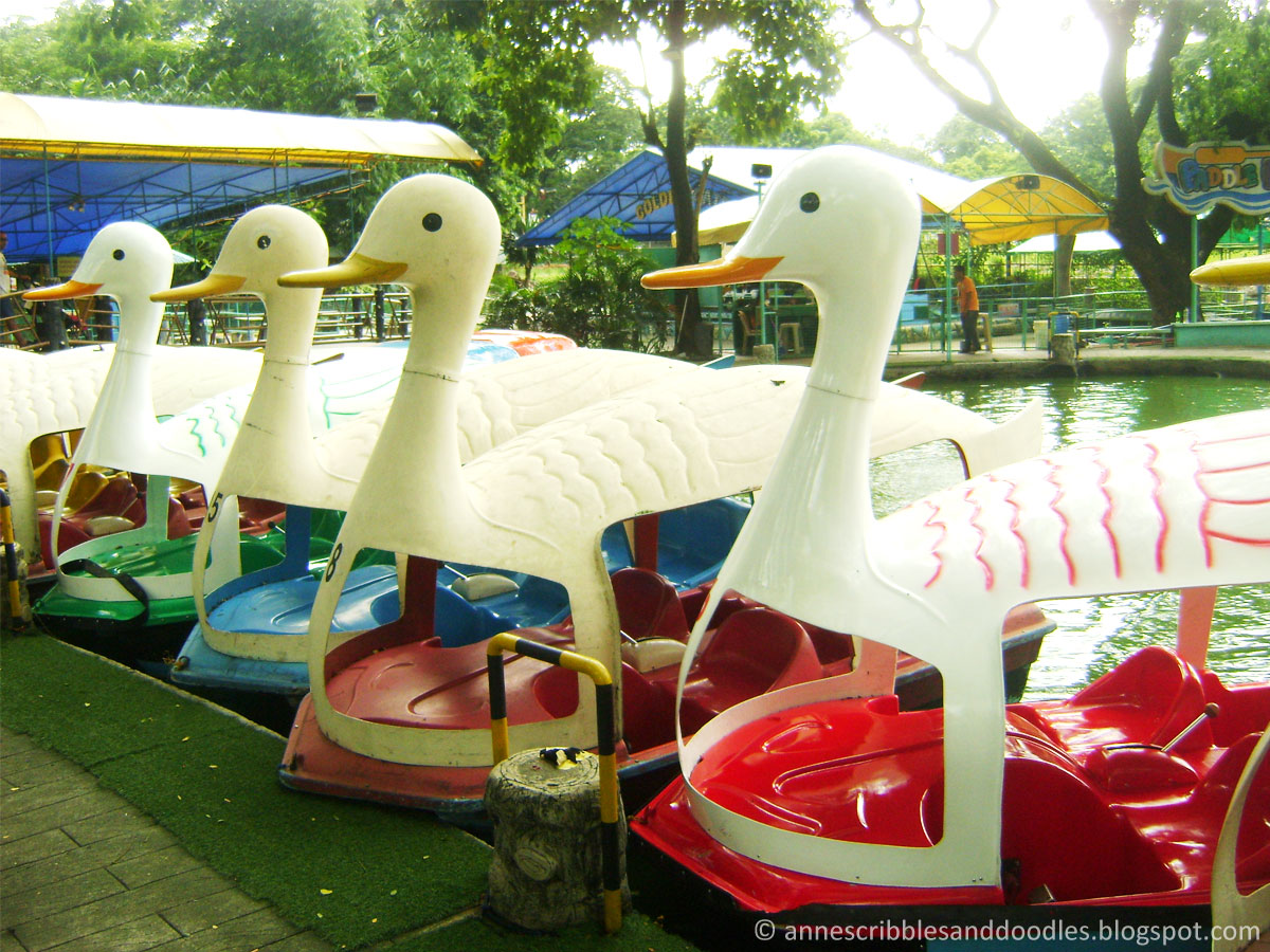 Quezon Memorial Circle: Boating Lagoon | Anne's Scribbles and Doodles
