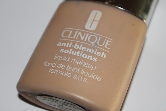 """Swatchs Fond de Teint Liquide Formule S.O.S. """"Anti-Blemish Solutions"""" Clinique 02 Fresh Ivory"""