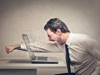 Ini Dia 7 Momen Hal Yang Menjengkelkan Saat Depan Komputer