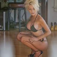 Lara Stone Very Hot Bikini Pics