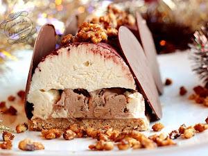 Bûche de Noël à la vanille, au chocolat au lait et aux noix caramélisées