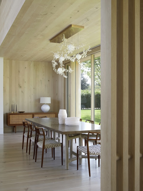 Inspiring image of a beautiful modern dining room in beach house in the Hamptons - found on Hello Lovely Studio