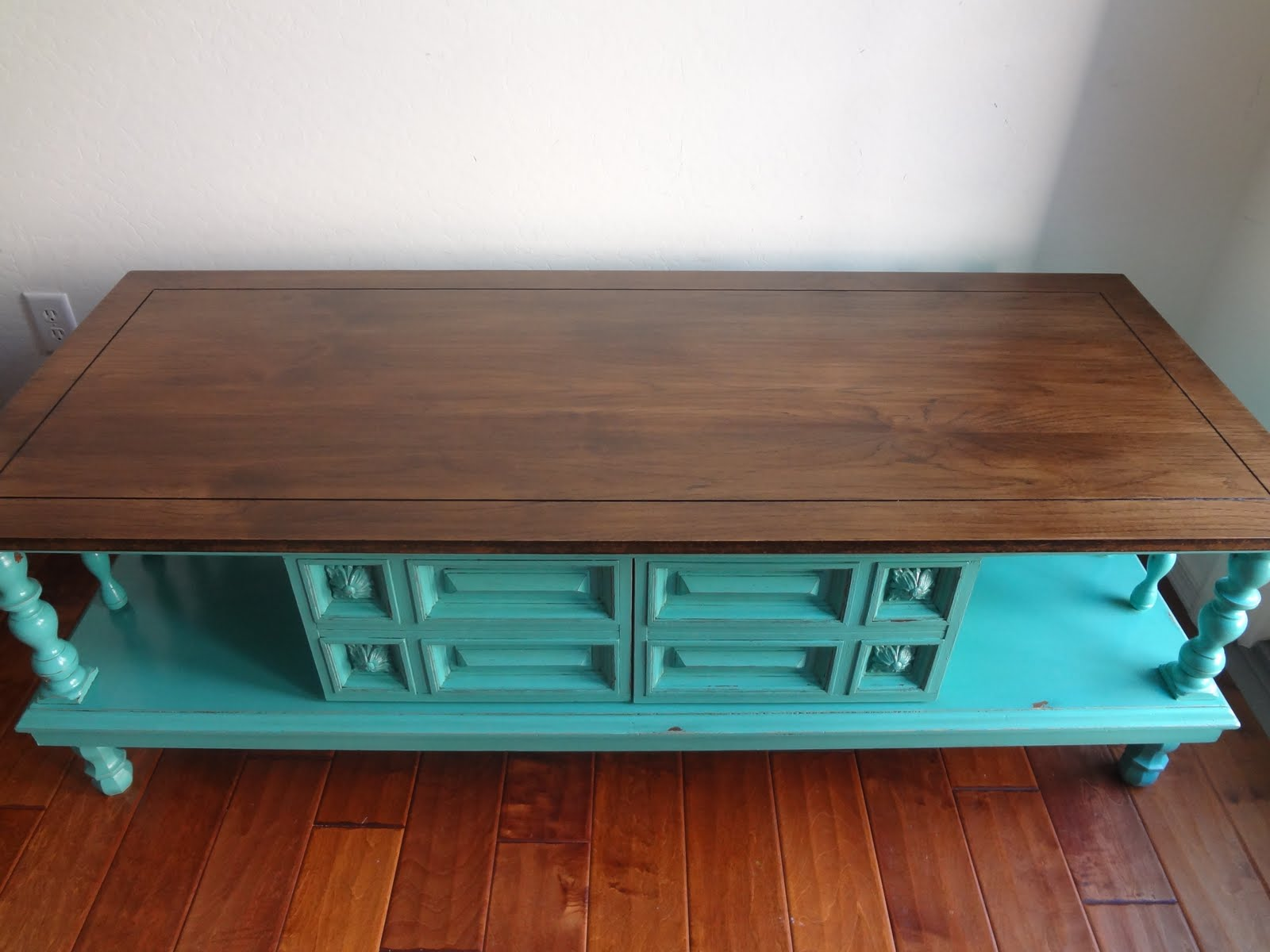 ChiChi Vintage: Turquoise Vintage Coffee Table